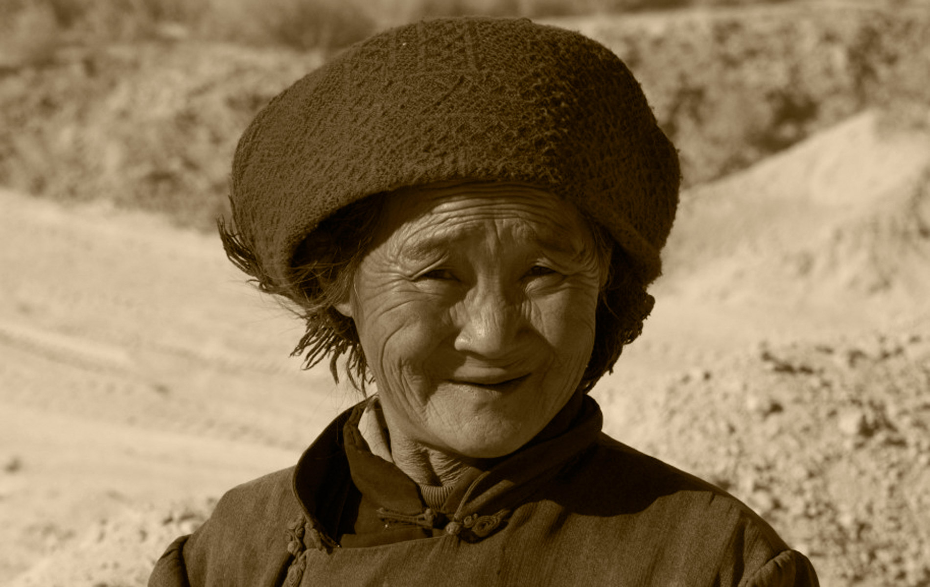 CHINA - Alashan Desert- Old Woman Farmer - © Graziano Villa