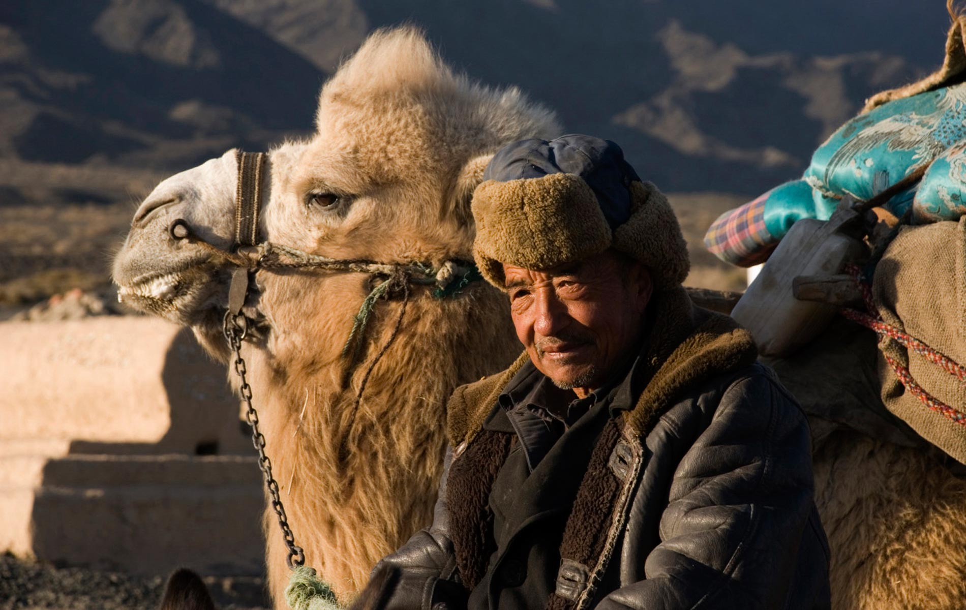 CHINA_Taklamakan Mountain - old farmer - © Graziano Villa